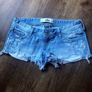 Hollister floral cut-off low rise jean shorts sz 3